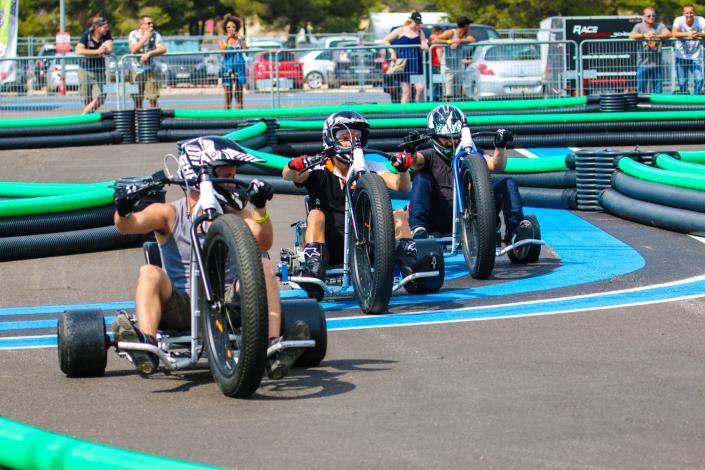 Trois pilotes font la course sur le circuit mobile au Bol d'Or 2018