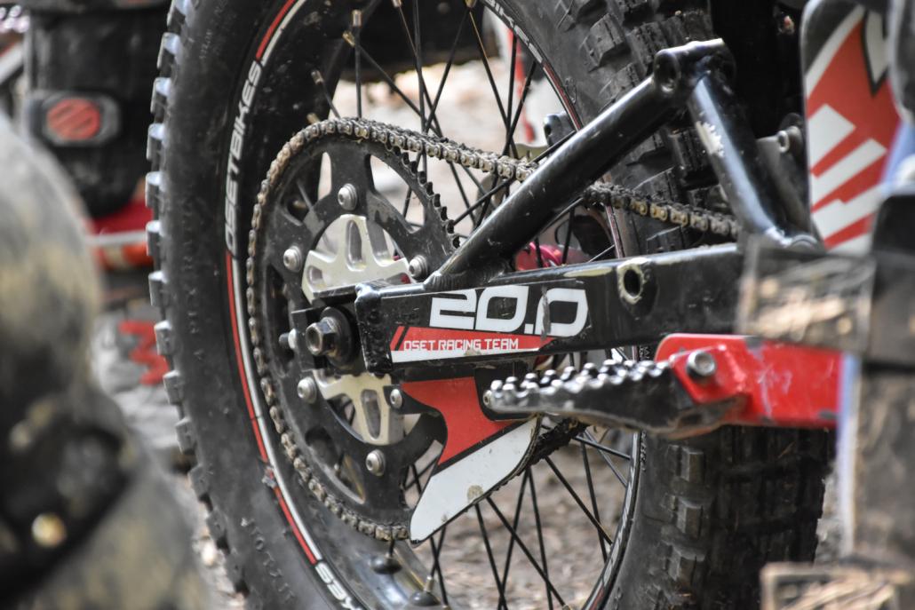 Loue et chaine d'une moto trial 20 pouces en photo