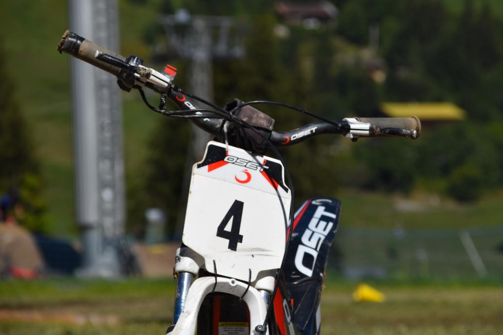 Plaque support numéro d'une moto électrique Mountain E-Park
