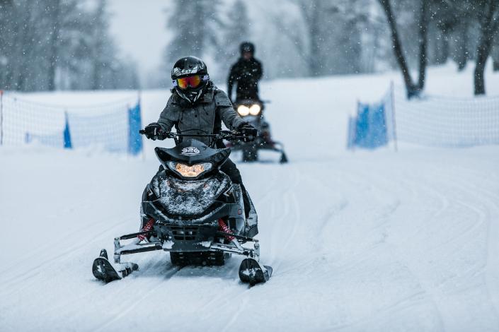 Un apprentissage à votre rythme avec les motoneiges Mountain E-Park à Megève
